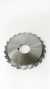 Kreissägeblatt mit einseitig abgesetztem Bund