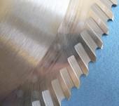 Detalhe de lâmina de serra segmental